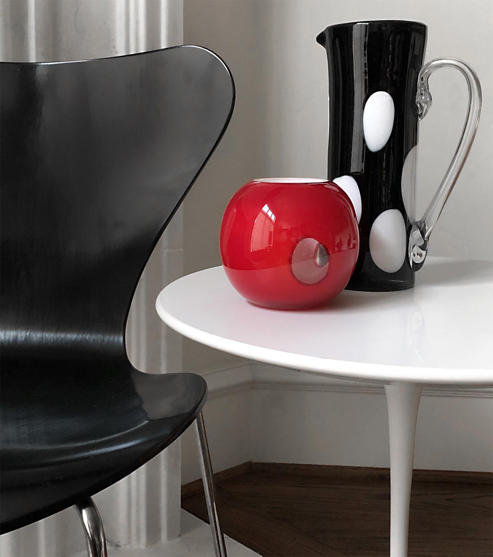 Jacobsen Series 7 chair + Saarinen Tulip Table